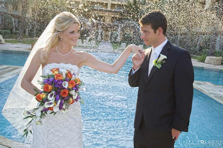 HOW TO POSE FOR AMAZING WEDDING PICTURES – EVEN IF YOU ARE NOT A MODEL